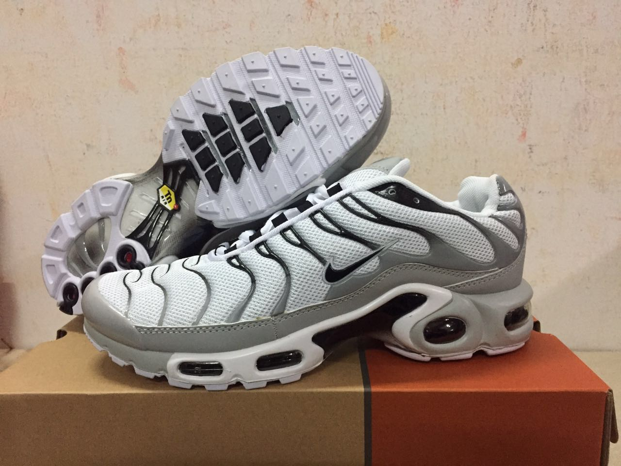 Men's Nike Air Max TN Shoes White/Grey/Black